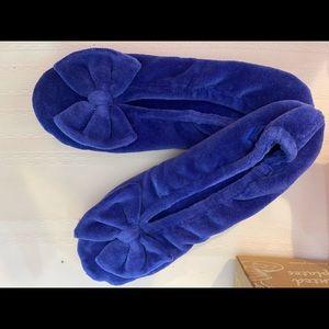 Isotoner velvet bow slippers